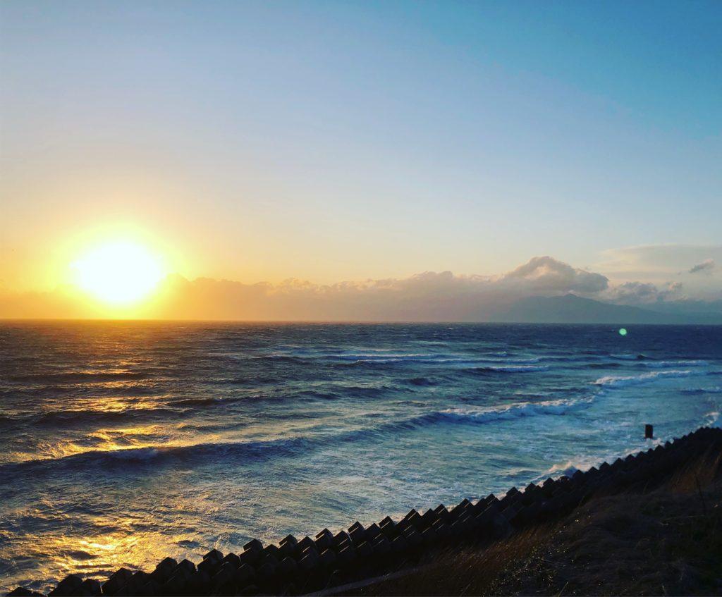 陸奥湾に沈む夕日